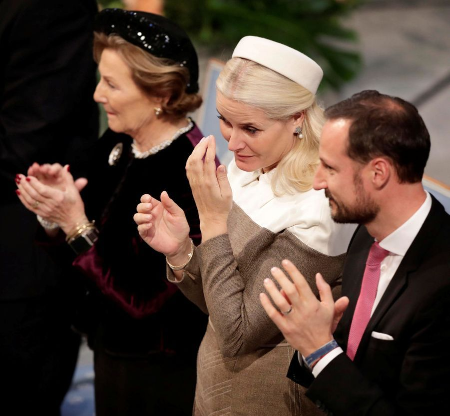 La princesse Mette-Marit de Norvège entourée de la reine Sonja et du prince Haakon à Oslo, le 10 décembre 2018