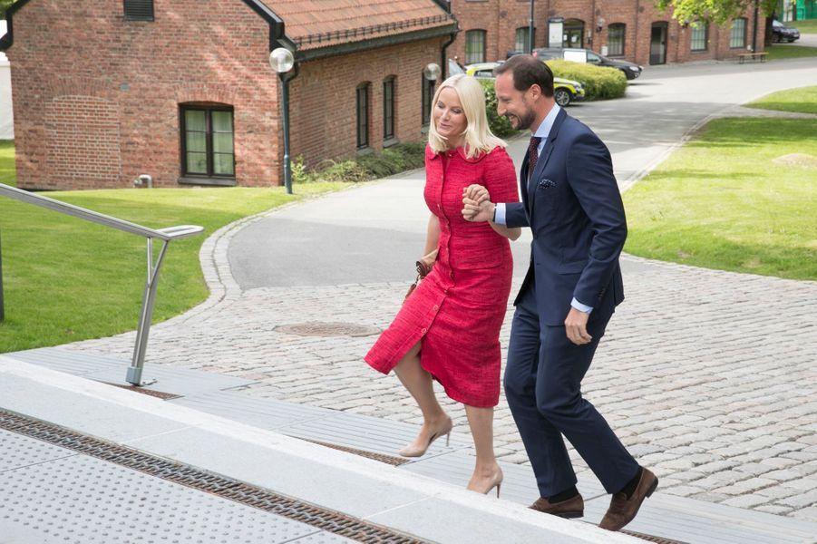 La princesse Mette-Marit et le prince Haakon de Norvège à Hoevik près d'Oslo, le 31 mai 2017