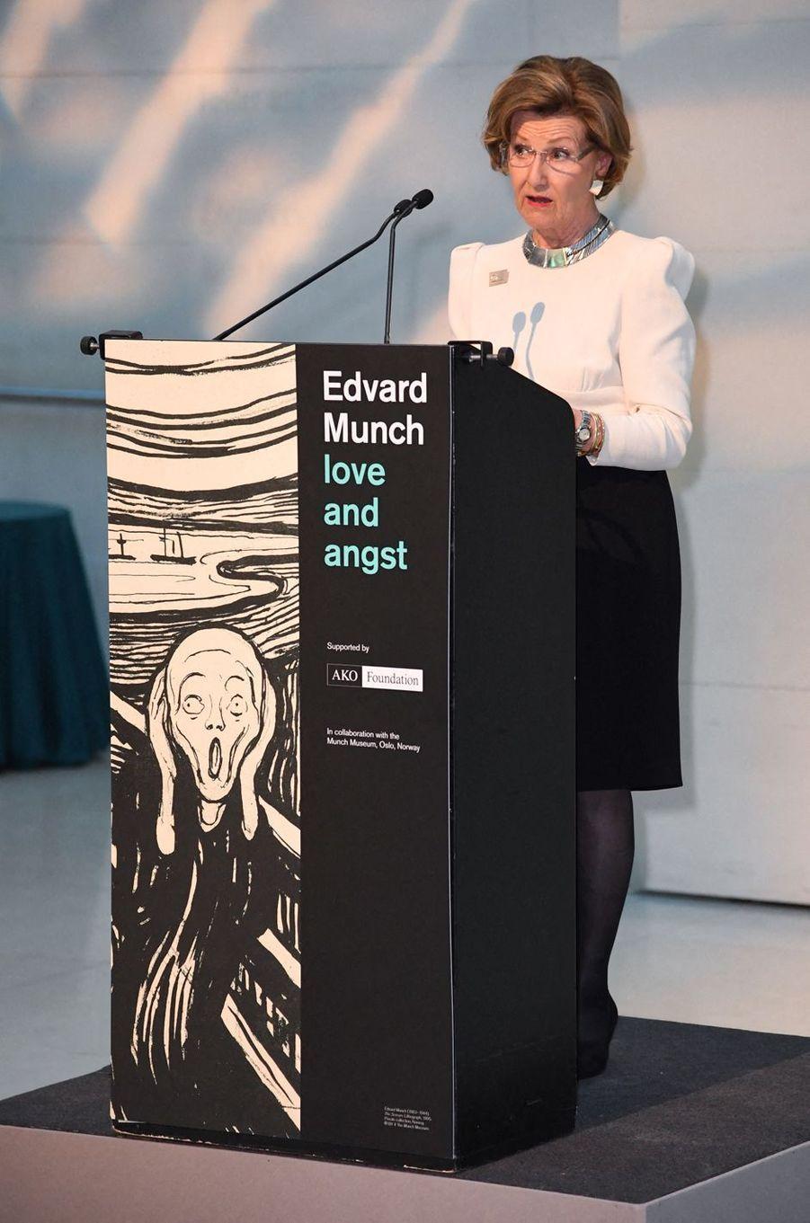 La reine Sonja de Norvège inaugure l'exposition Munch à Londres, le 9 avril 2019