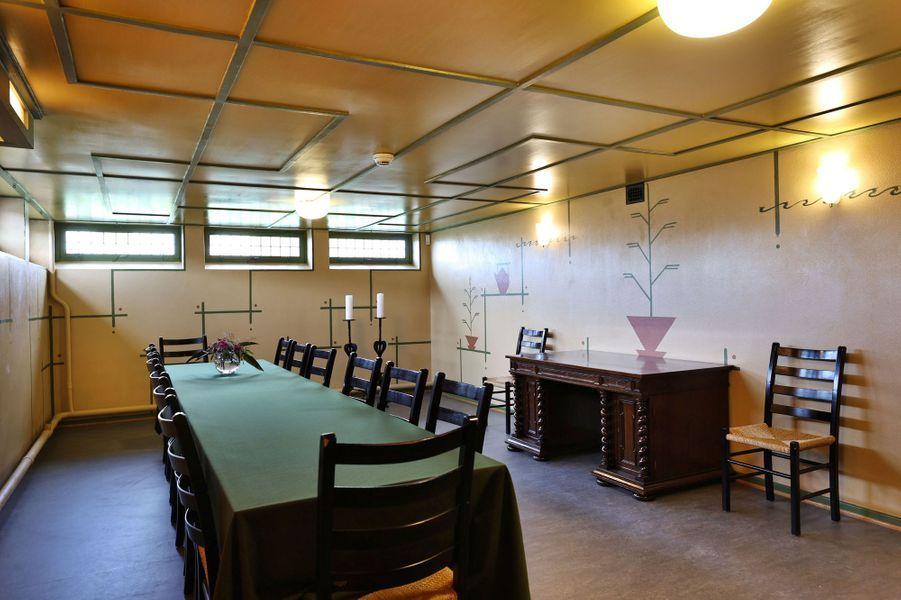 La salle à manger reconstituée de la maison d'enfance de la future reine Sonja de Norvège, au musée Maihaugen à Lillehammer, le 25 septembre 2020