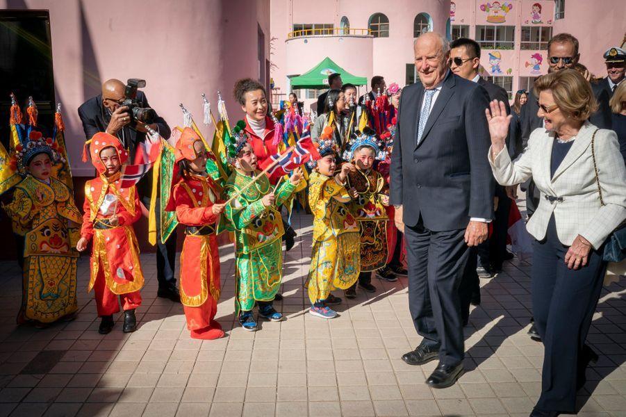 La reine Sonja et le roi Harald V de Norvège à Dunhuang, le 12 octobre 2018