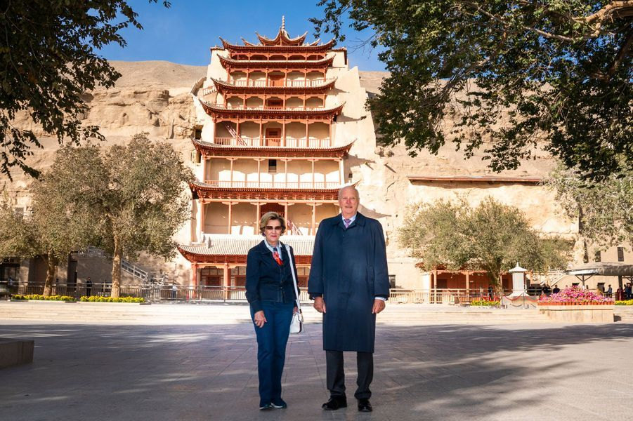 La reine Sonja et le roi Harald V de Norvège aux grottes de Mogao à Dunhuang, le 13 octobre 2018
