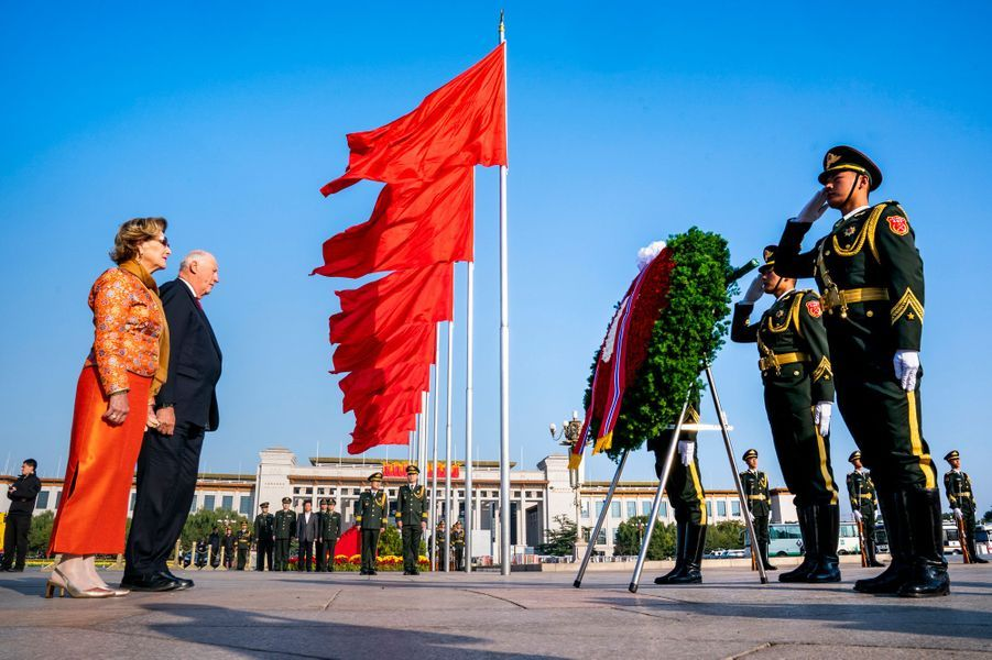 La reine Sonja et le roi Harald V de Norvège à Pékin, le 16 octobre 2018