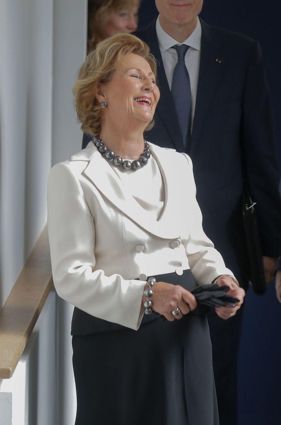 La reine Sonja de Norvège au musée national de la Céramique à Sèvres, le 23 septembre 2018