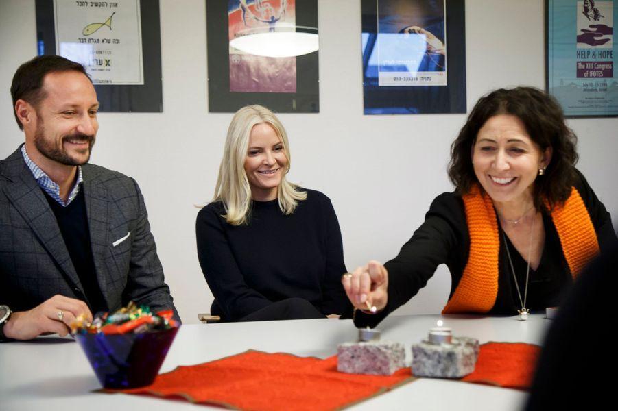 La princesse Mette-Marit et le prince Haakon de Norvège à la Kirkens Bymisjon à Oslo, le 12 décembre 2016