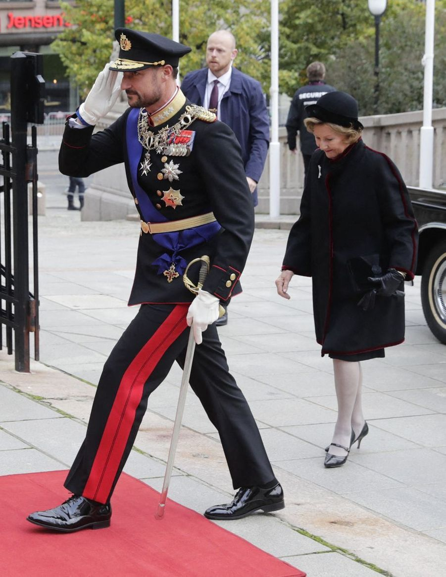 Le prince héritier Haakon et la reine Sonja de Norvège à Oslo, le 2 octobre 2020