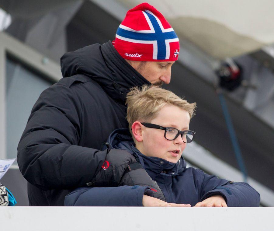 Le prince Sverre Magnus de Norvège avec son père le prince Haakon, le 12 mars 2017