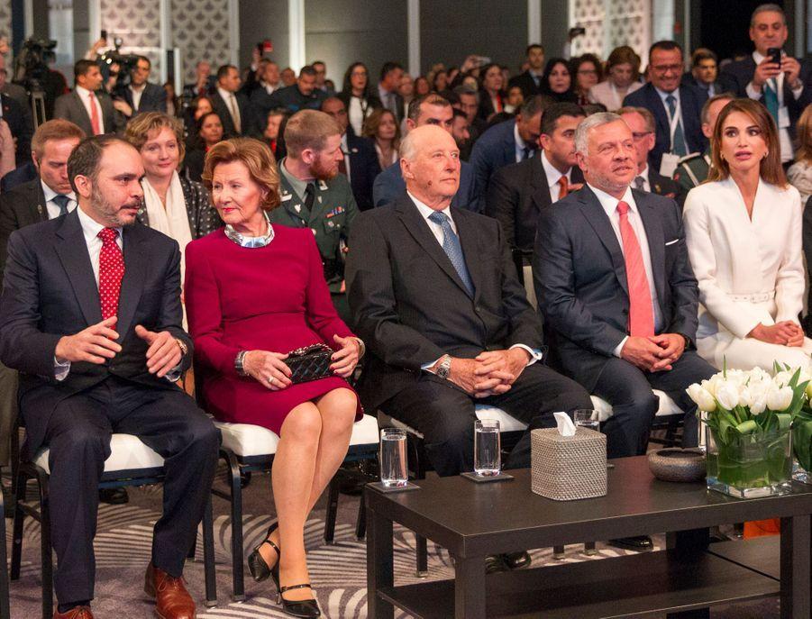 La reine Sonja et le roi Harald V de Norvège avec la reine Rania et le roi Abdallah II de Jordanie à Amman, le 2 mars 2020