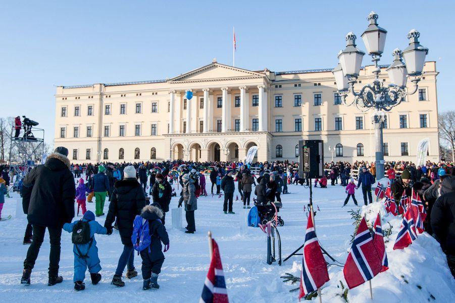Activités de neige pour les enfants pour les 25 ans de sacre du roi Harald V de Norvège à Oslo, le 17 janvier 2016