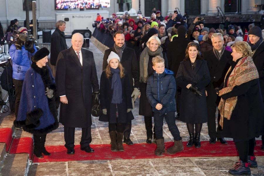 La famille royale de Norvège avec la Première ministre norvégienne à Oslo, le 17 janvier 2016
