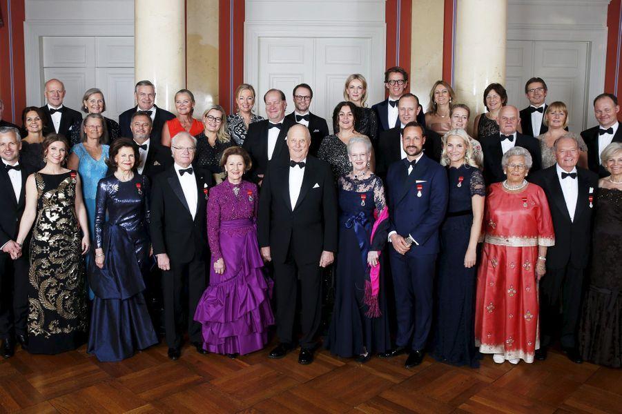 La photo de famille pour les 25 ans de sacre du roi Harald V de Norvège à Oslo, le 17 janvier 2016