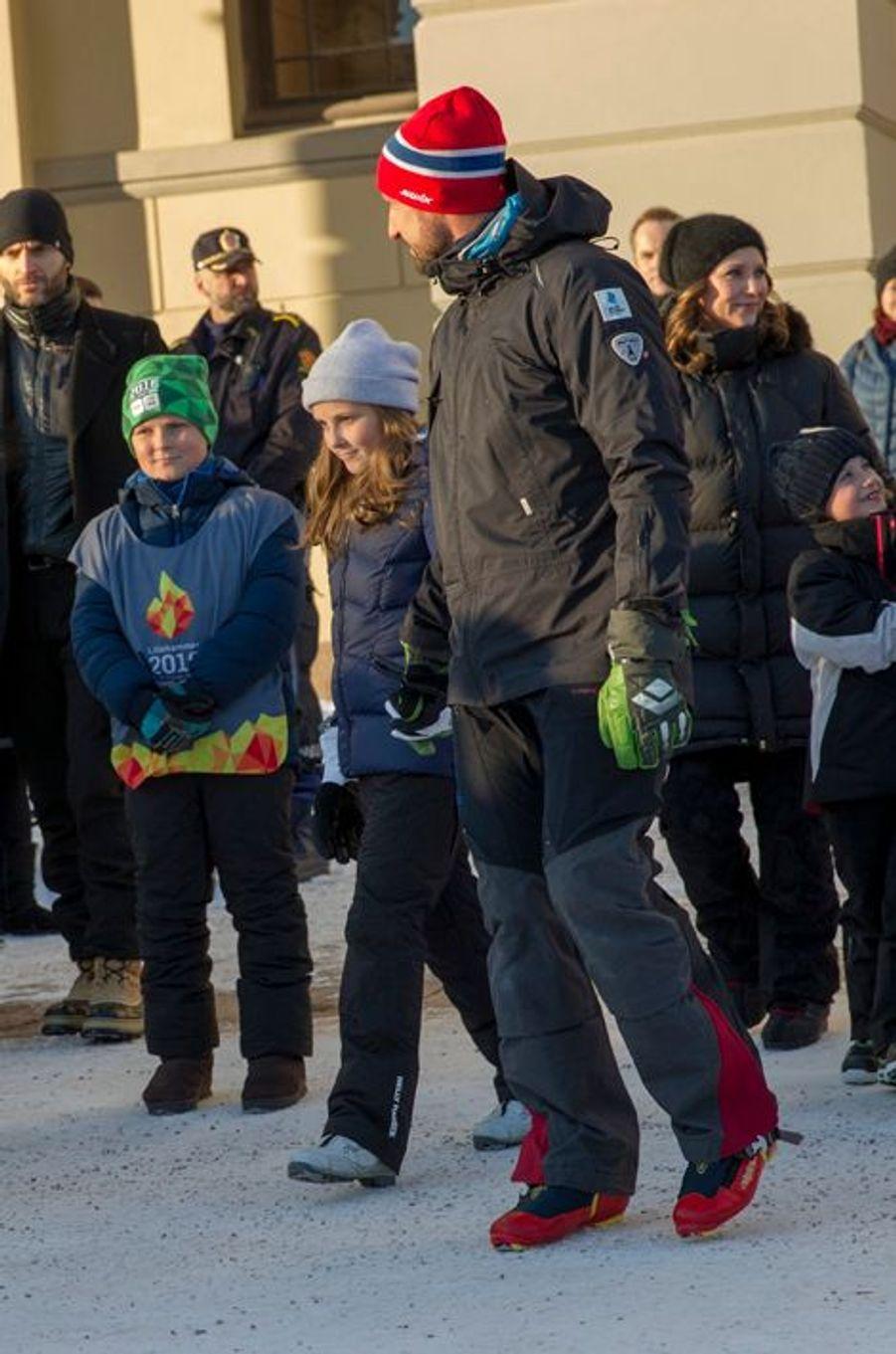 Le prince Haakon de Norvège et ses enfants à Oslo, le 17 janvier 2016