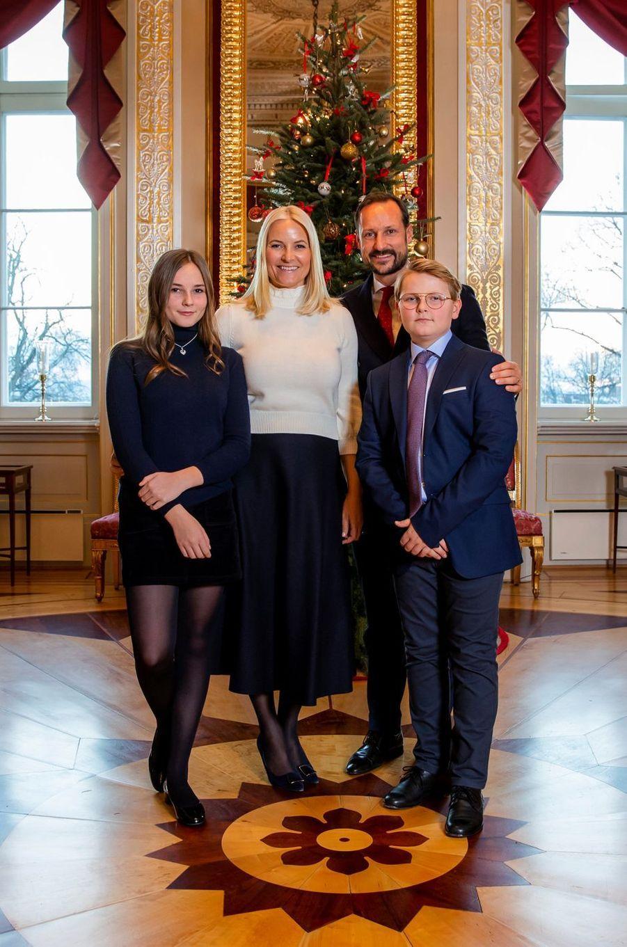 Les princesses Ingrid Alexandra et Mette-Marit et les princes Haakon et Sverre Magnus de Norvège. Photo diffusée le 14 décembre 2018
