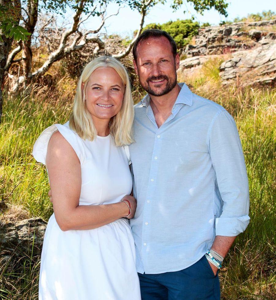 La princesse Mette-Marit et le prince Haakon de Norvège sur l'île de Dvergsøya, le 10 juillet 2019
