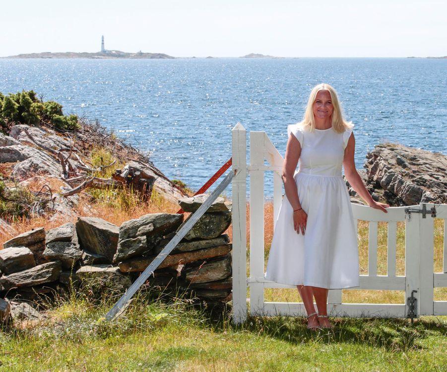 La princesse Mette-Marit de Norvège sur l'île de Dvergsøya, le 10 juillet 2019