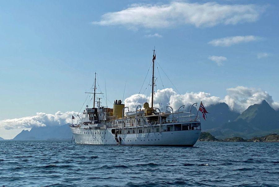 Le Norge, yacht de la famille royale de Norvège dans les îles Lofoten en août 2020