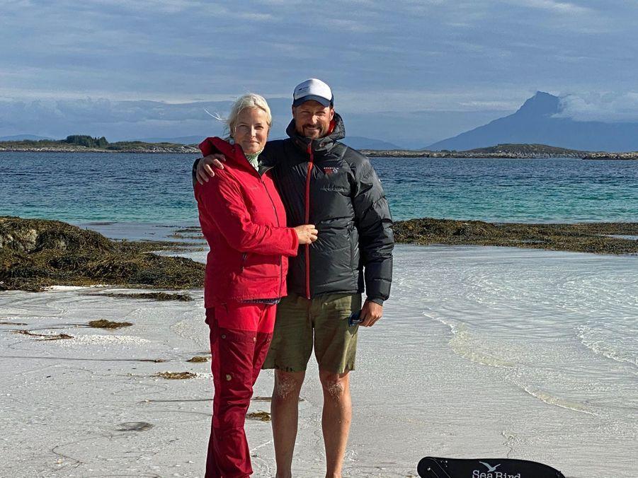 La princesse Mette-Marit et le prince Haakon de Norvège dans les îles Lofoten en août 2020