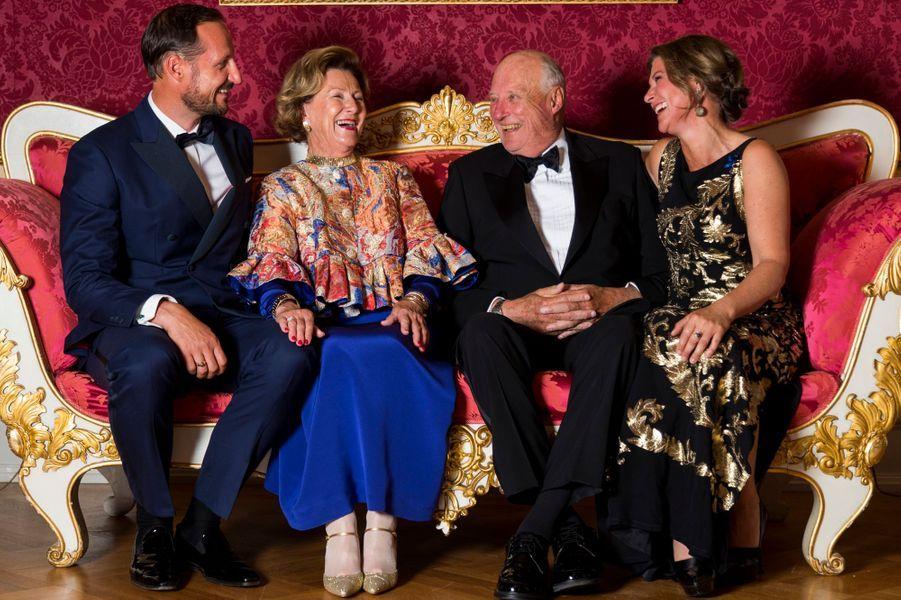La reine Sonja et le roi Harald V de Norvège avec leurs enfants, le prince Haakon et la princesse Märtha Louise, à Oslo le 29 août 2018