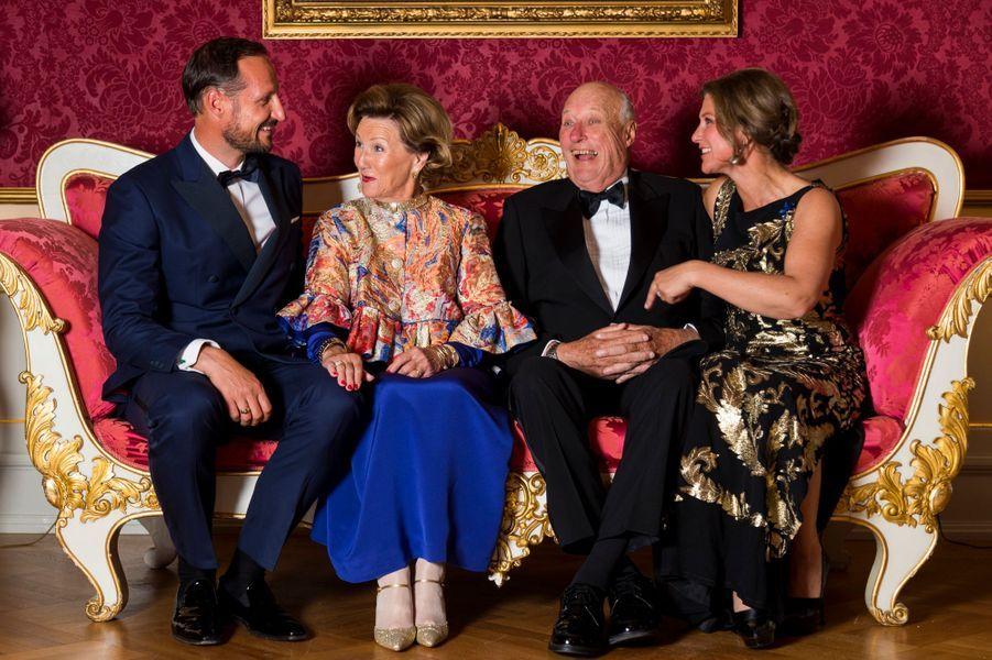 La reine Sonja et le roi Harald V de Norvège avec leurs enfants à Oslo, le 29 août 2018