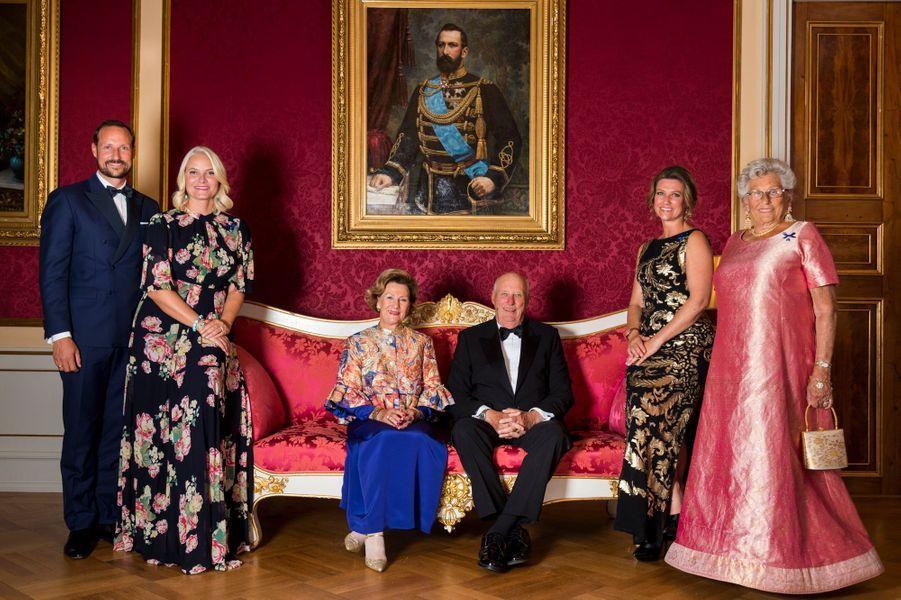 La reine Sonja, le roi Harald V de Norvège, le prince Haakon et les princesses Mette-Marit, Märtha Louise et Astrid à Oslo, le 29 août 2018