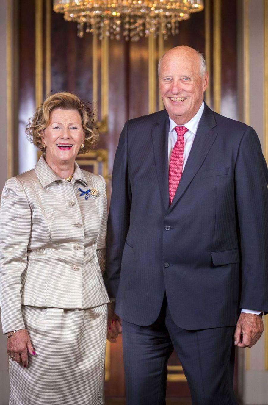 La reine Sonja et le roi Harald V de Norvège au Palais royal à Oslo, le 29 août 2018, jour de leurs noces d'or