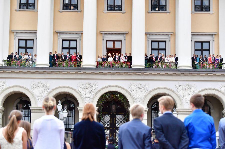 Le roi Harald V et la reine Sonja de Norvège avec leurs invités royaux pour leurs 80 ans à Oslo, le 9 mai 2017