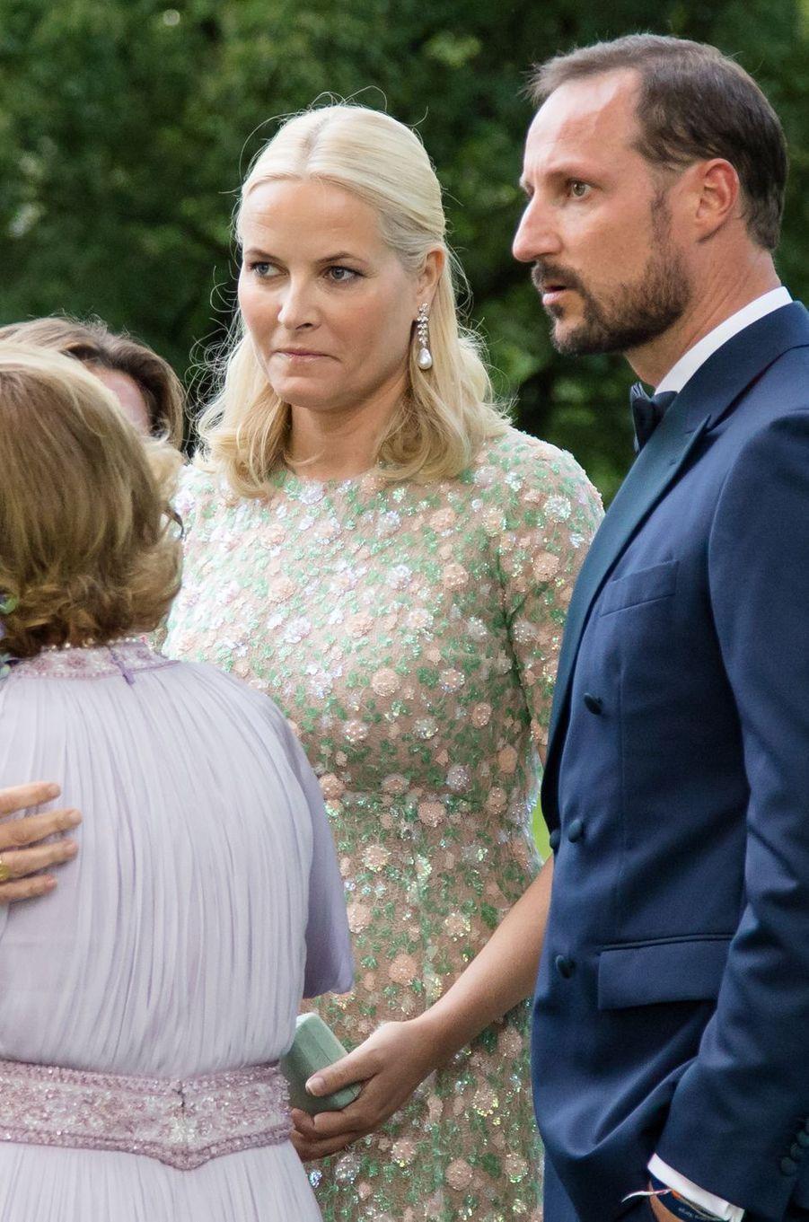 La princesse Mette-Marit et le prince Haakon de Norvège, avec la princesse Märtha Louise et la reine Sonja à Oslo, le 4 juillet 2017
