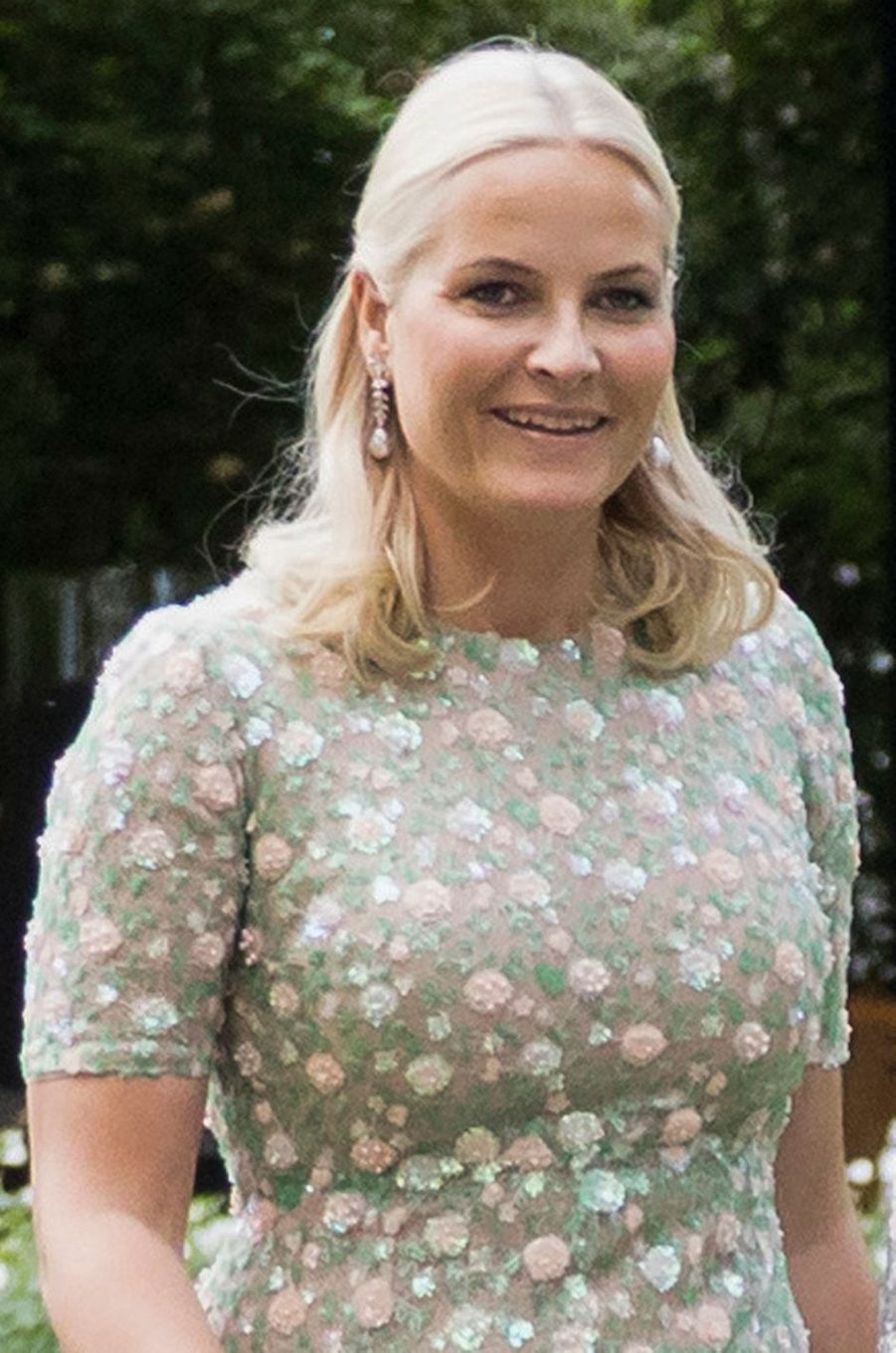 Détail de la robe de la princesse Mette-Marit de Norvège à Oslo, le 4 juillet 2017