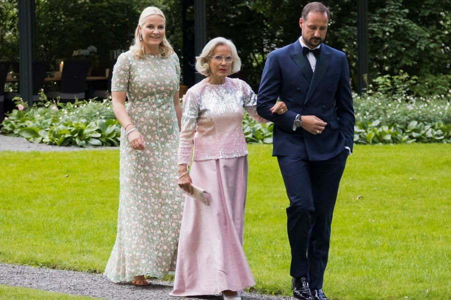 La princesse Mette-Marit et le prince Haakon de Norvège avec Marit Tjessem à Oslo, le 4 juillet 2017