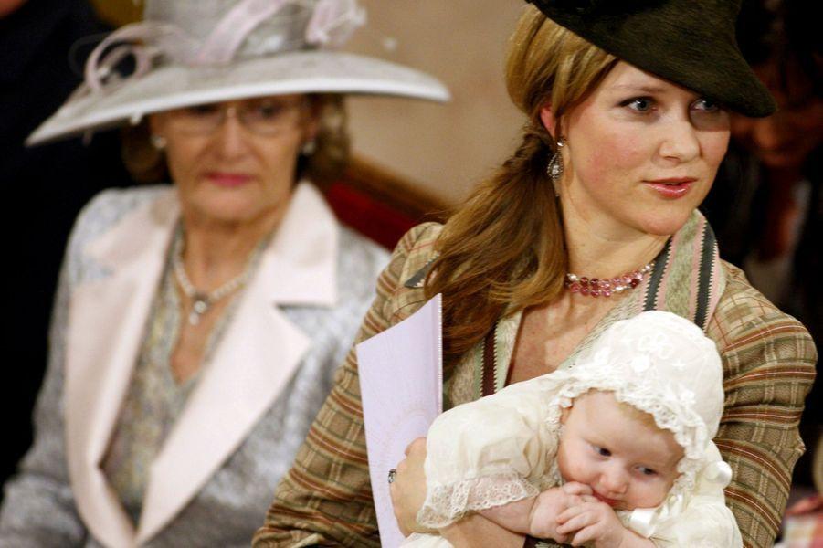La princesse Märtha Louise de Norvège avec sa fille Emma Tallulah et la reine Sonja, le 20 janvier 2009