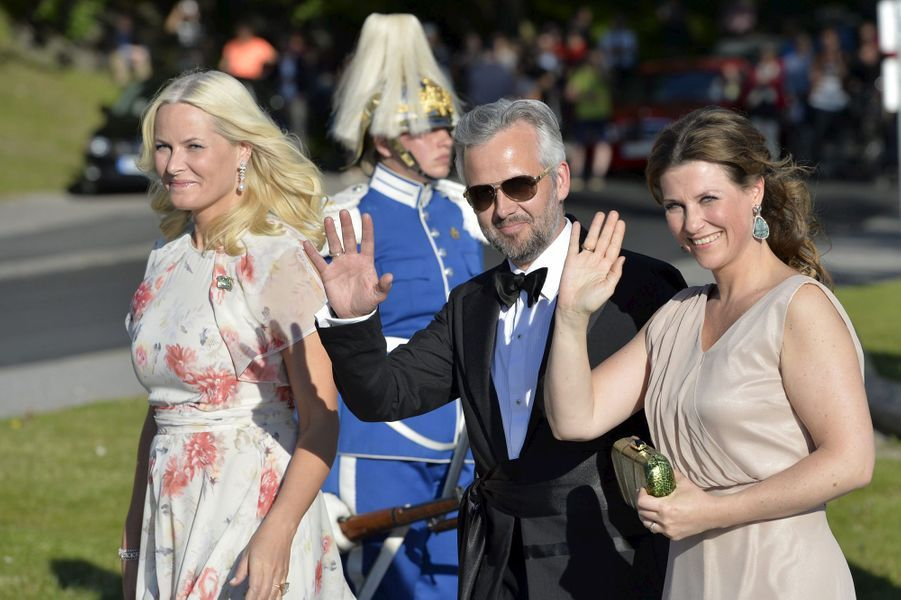 La princesse Märtha Louise de Norvège avec son mari Ari Bhen et sa belle-soeur la princesse Mette-Marit, le 12 juin 2015