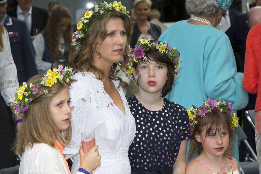 La princesse Märtha Louise de Norvège avec ses trois filles, le 23 juin 2016