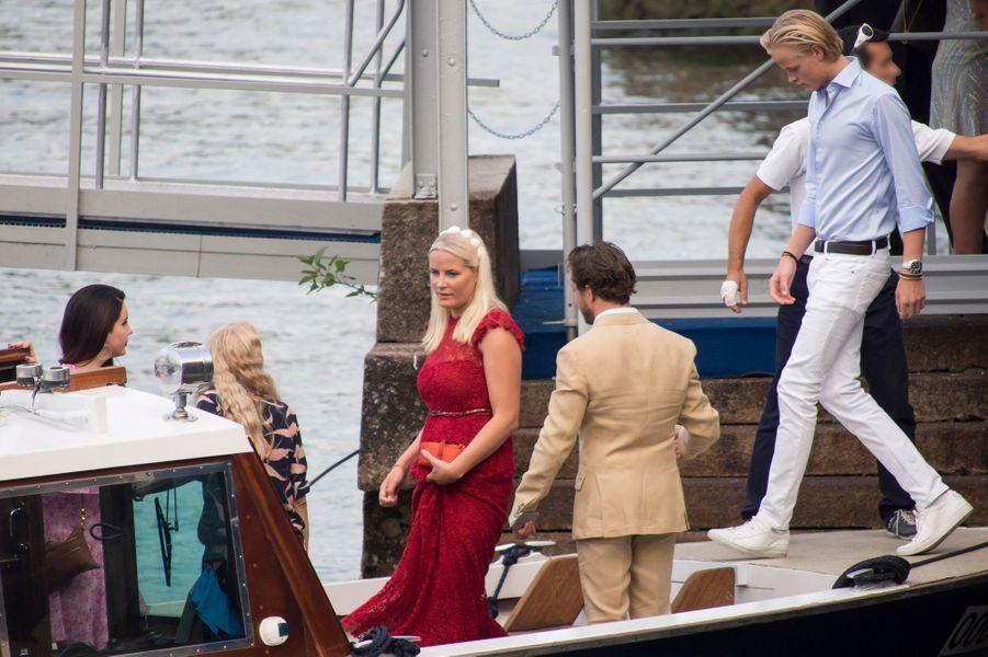 La princesse Mette-Marit de Norvège et son fils Marius à Stresa, le 31 juillet 2015