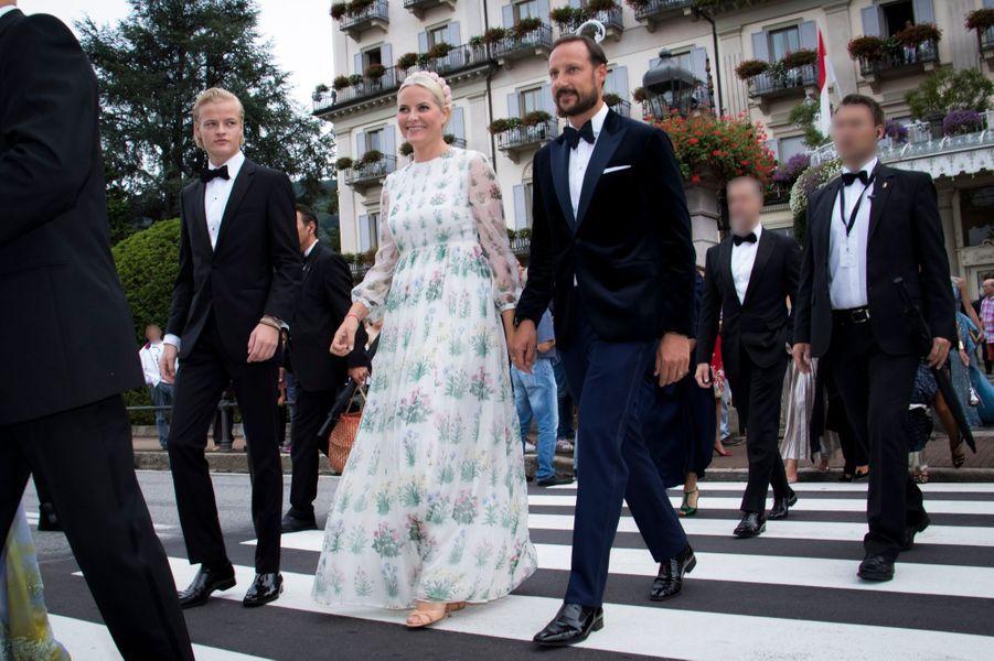 La princesse Mette-Marit et le prince Haakon de Norvège, avec Marius, à Stresa, le 1er août 2015