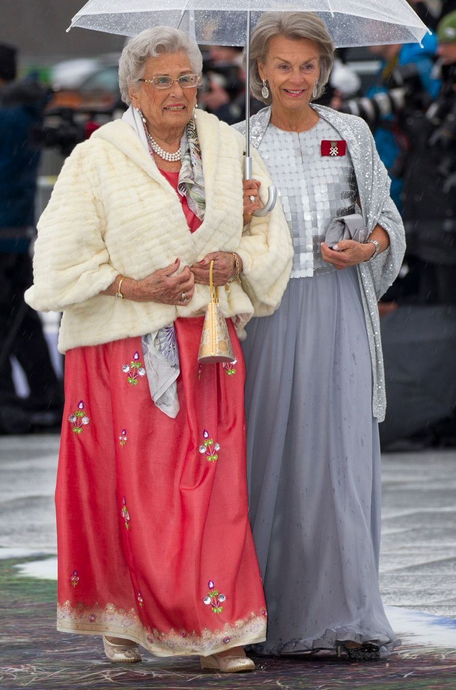 La princesse Astrid de Norvège (à gauche) à Oslo, le 10 mai 2017