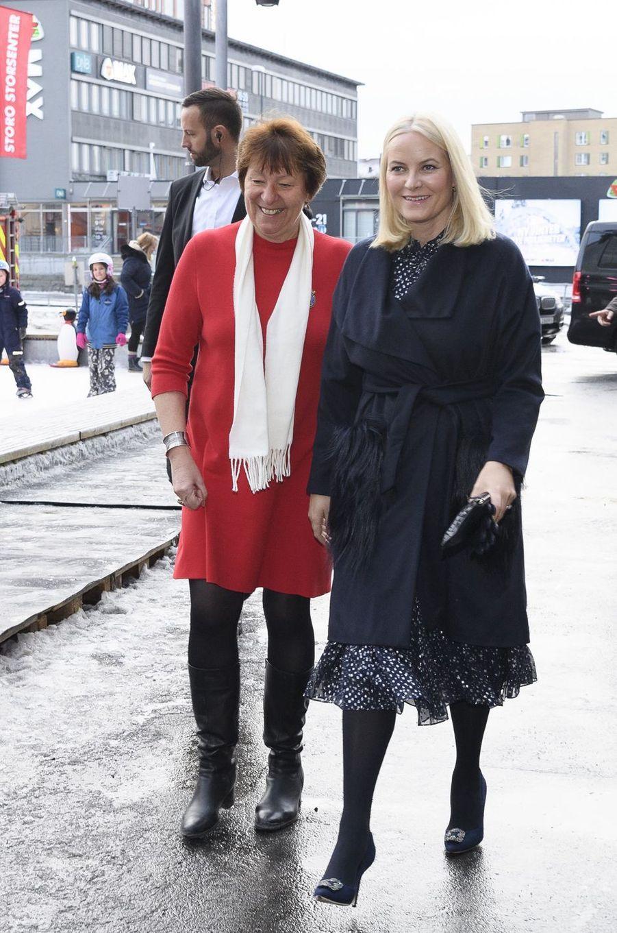 La princesse Mette-Marit de Norvège avec la maire d'Oslo, le 24 décembre 2017 à Oslo