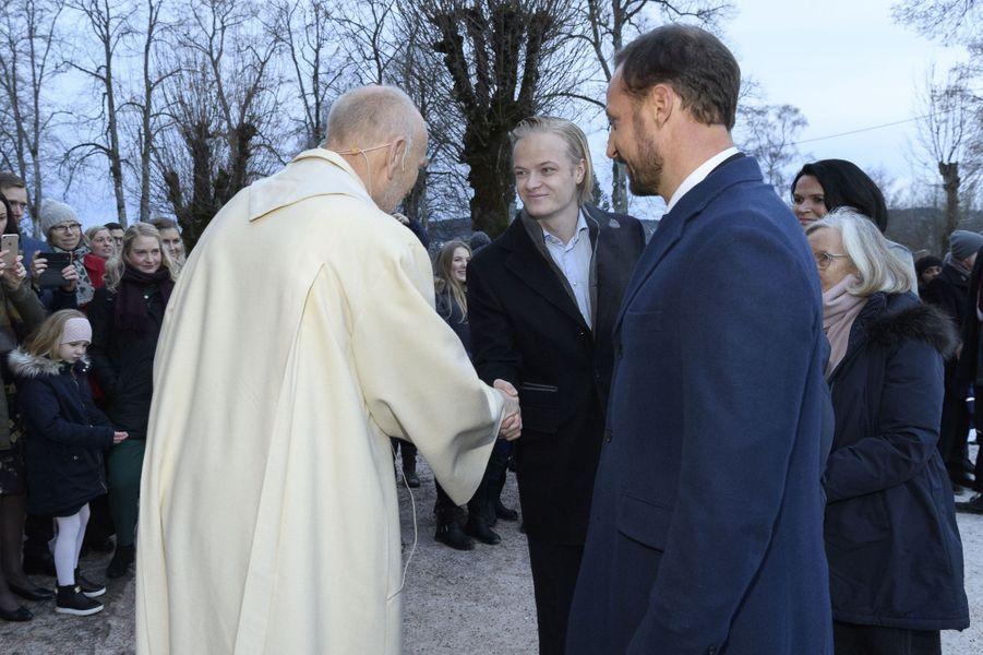 Marius Borg Hoiby et le prince Haakon de Norvège, le 24 décembre 2017 à Oslo