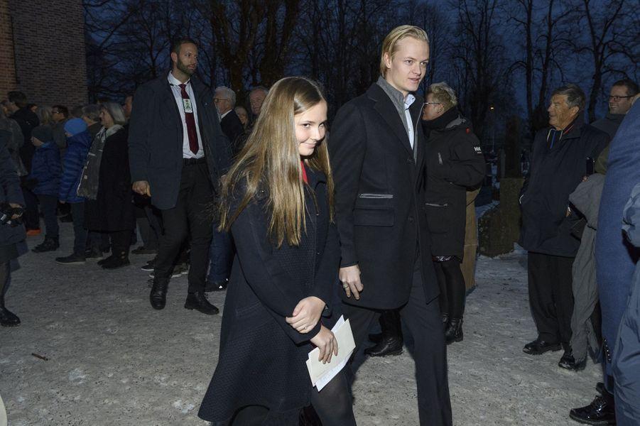 La princesse Ingrid Alexandra de Norvège avec son demi-frère Marius Borg Hoiby, le 24 décembre 2017 à Oslo