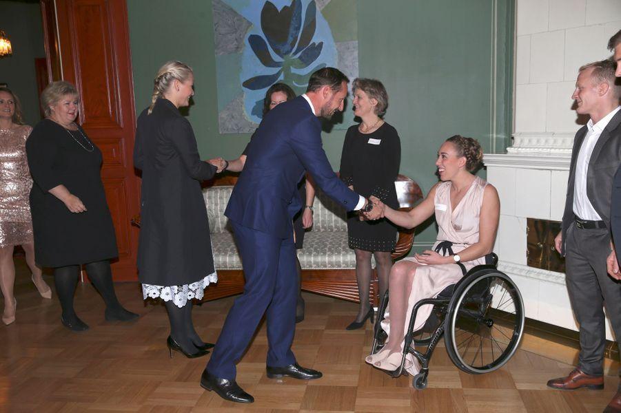 La princesse Mette-Marit et le prince Haakon de Norvège félicitent pour les champions olympiques et paralympiques des JO de Rio à Oslo, le 14 octobre 2016