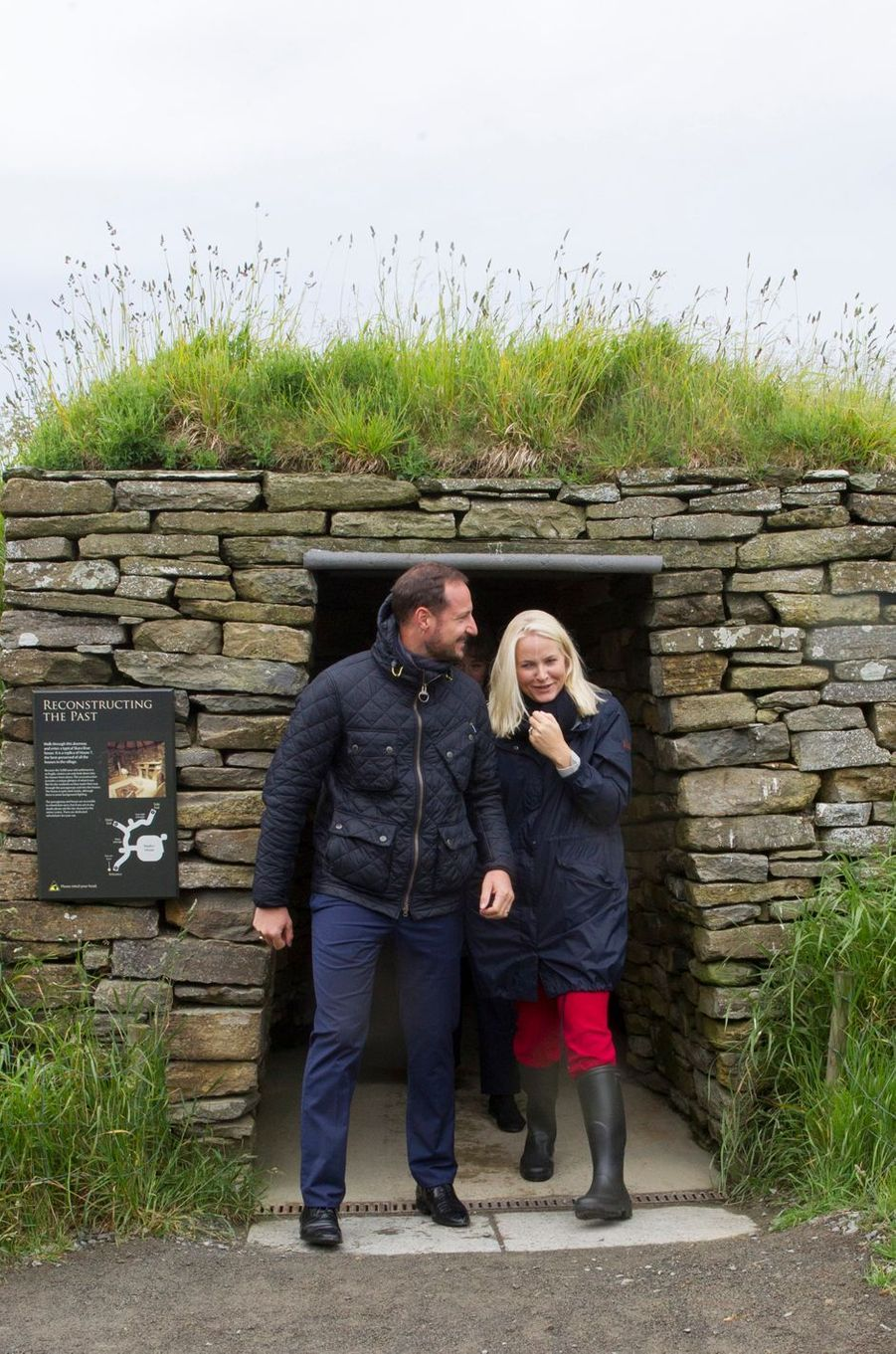 La princesse Mette-Marit et le prince Haakon de Norvège sur le site archéologique de Skara Brae, le 17 juin 2017