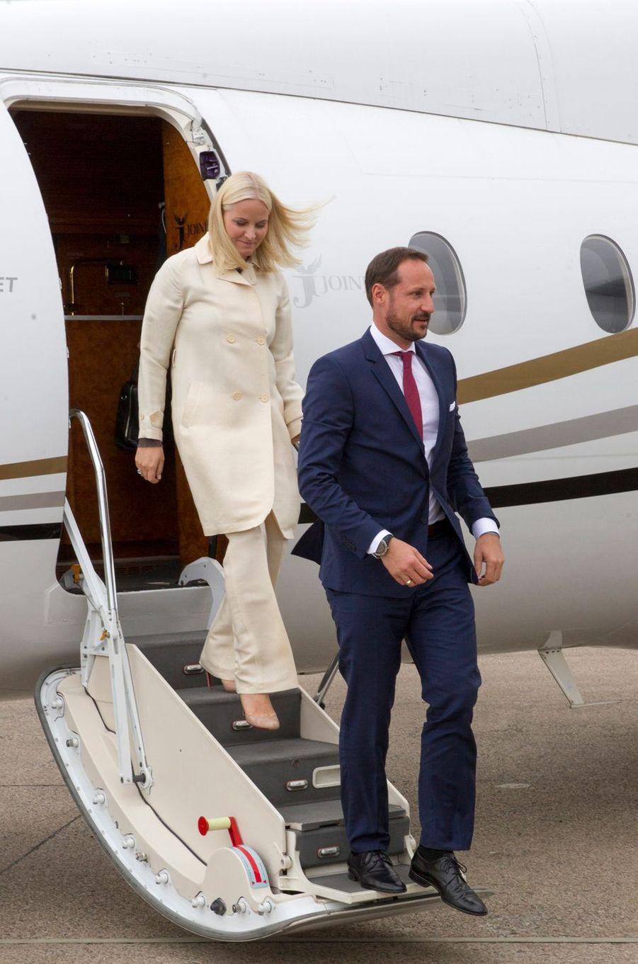 La princesse Mette-Marit et le prince Haakon de Norvège arrivent à Kirkwall sur l'île de Mainland aux Orcades, le 16 juin 2017