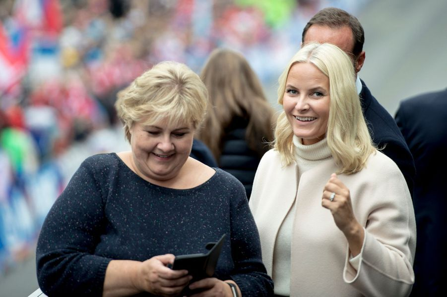 La princesse Mette-Marit de Norvège et la Première ministre norvégienne à Bergen, le 24 septembre 2017