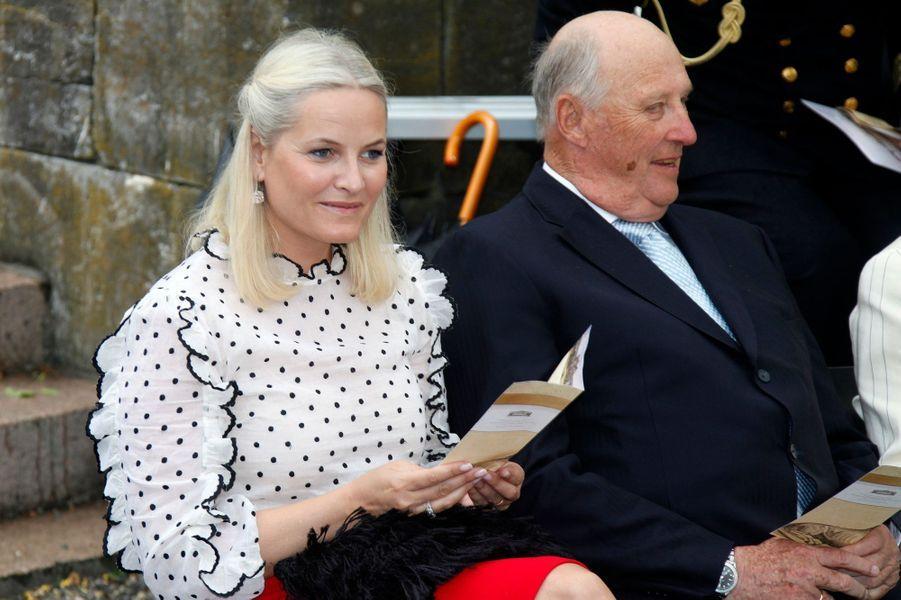 La princesse Mette-Marit et le roi Harald V de Norvège à Oslo, le 7 juin 2016