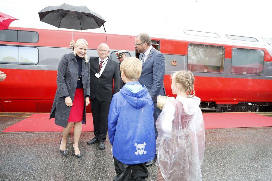 La princesse Mette-Marit de Norvège et le Train de la littérature 2017, dans le sud du pays, le 7 juin 2017