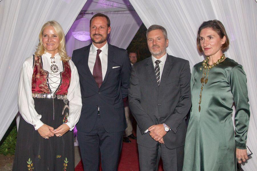 La princesse Mette-Marit et le prince Haakon de Norvège avec l'ambassadeur de Norvège à Addis-Abeba, le 8 novembre 2017