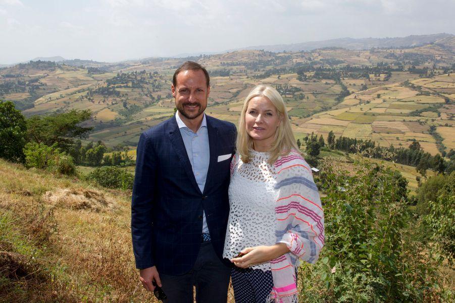La princesse Mette-Marit et le prince Haakon de Norvège dans la région d'Oromia, le 8 novembre 2017