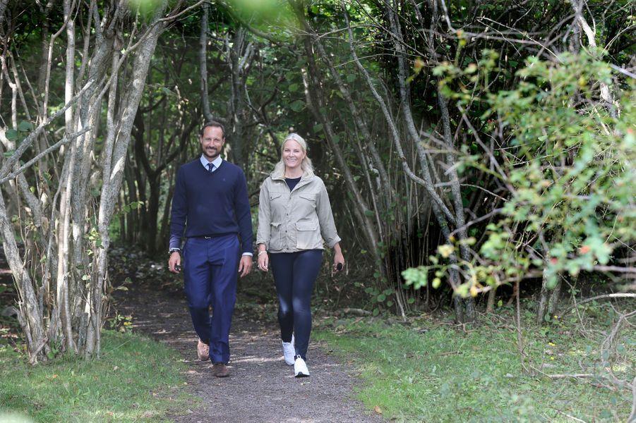 La princesse Mette-Marit et le prince Haakon de Norvège sur l'île de Jomfruland, le 31 août 2016