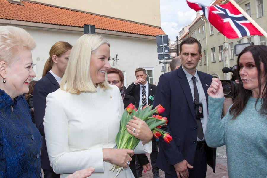 La princesse Mette-Marit de Norvège avec la présidente de la Lituanie à Vilnius, le 24 avril 2018