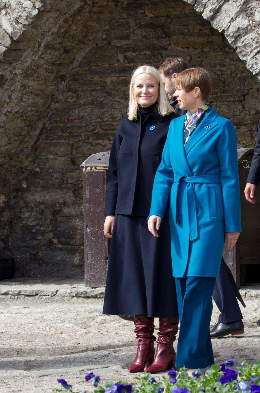 La princesse Mette-Marit de Norvège avec la présidente estonienne à Tallinn, le 26 avril 2018