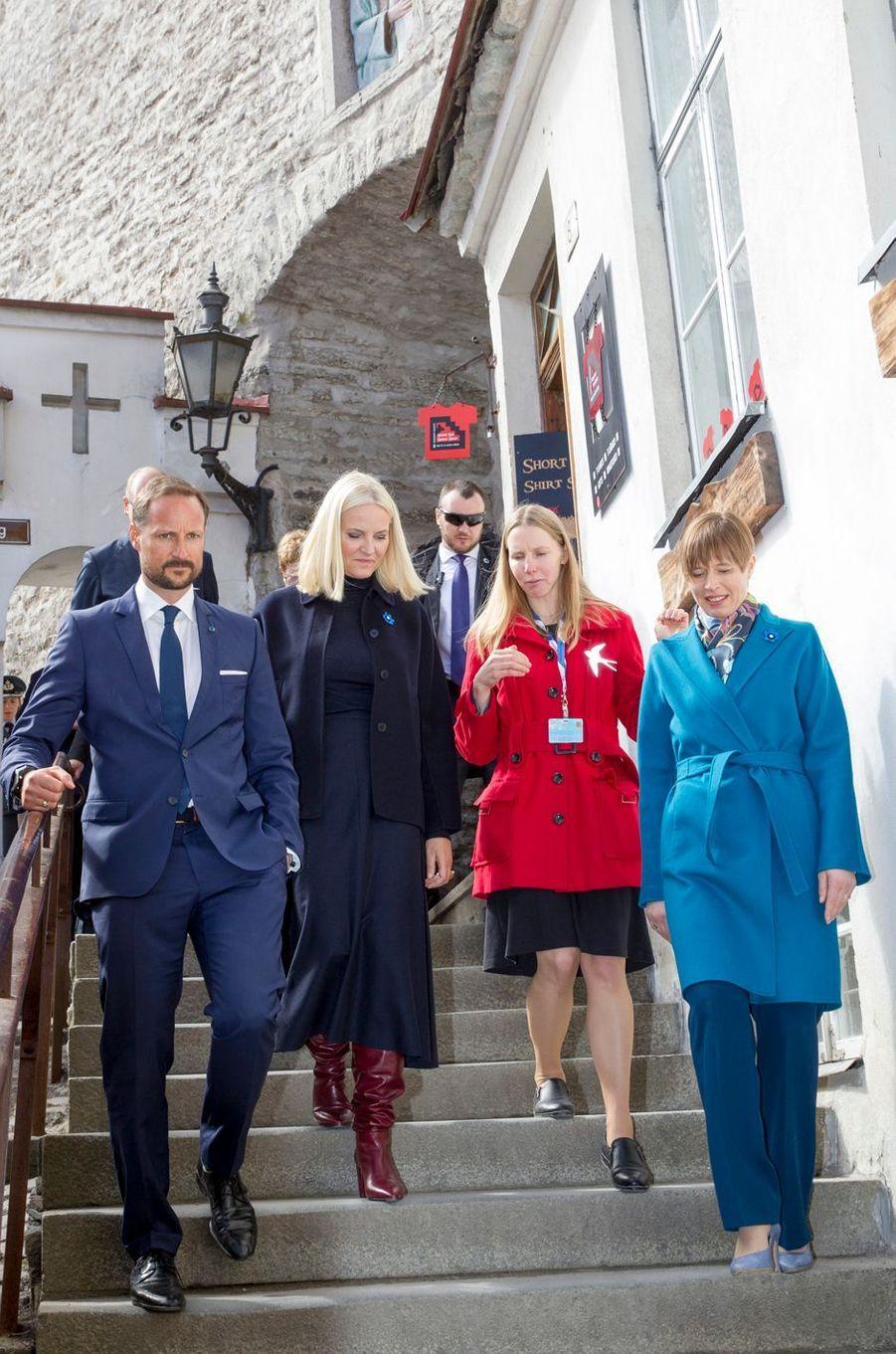 La princesse Mette-Marit et le prince Haakon de Norvège avec la présidente estonienne à Tallinn, le 26 avril 2018